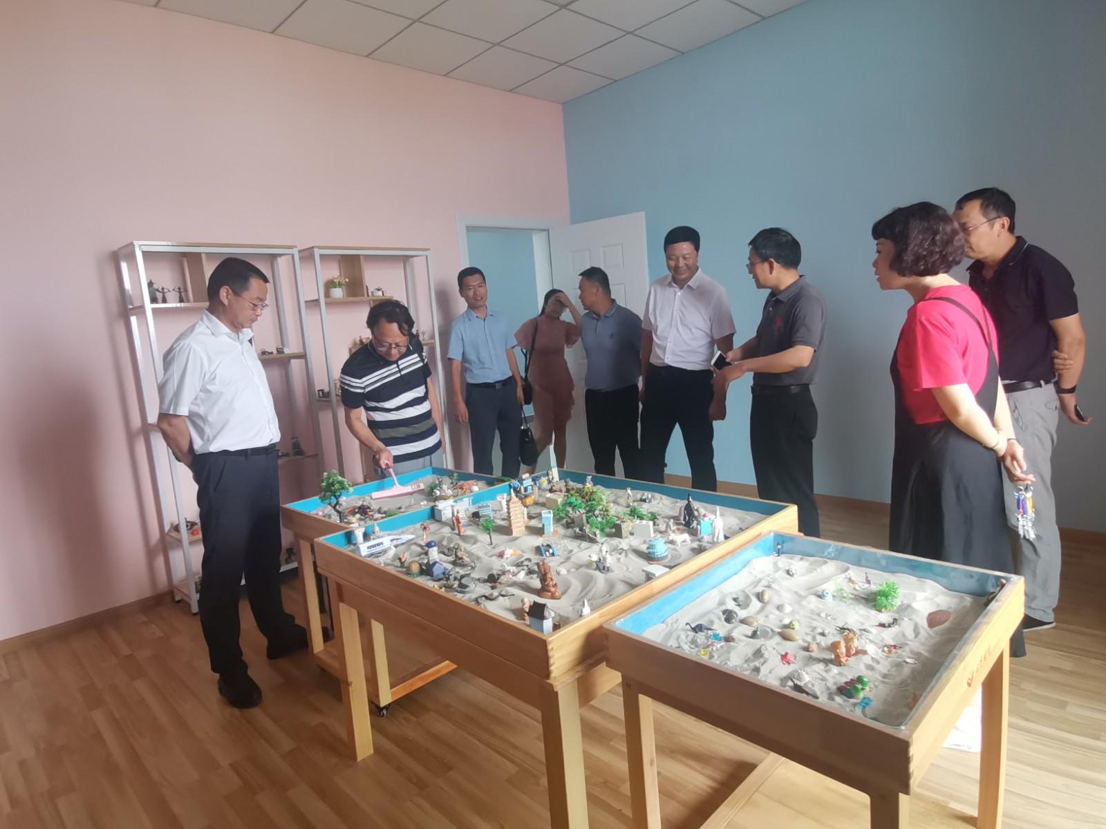 我院党委书记汪汉新带队赴江西陶瓷工艺美术职业技术学院参观交流